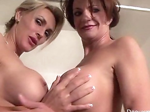 Deauxma & Tanya Tate Shower During Live Show!HD+